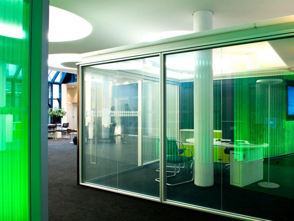 Смарт-стекло: основные преимущества, недостатки композитных конструкций